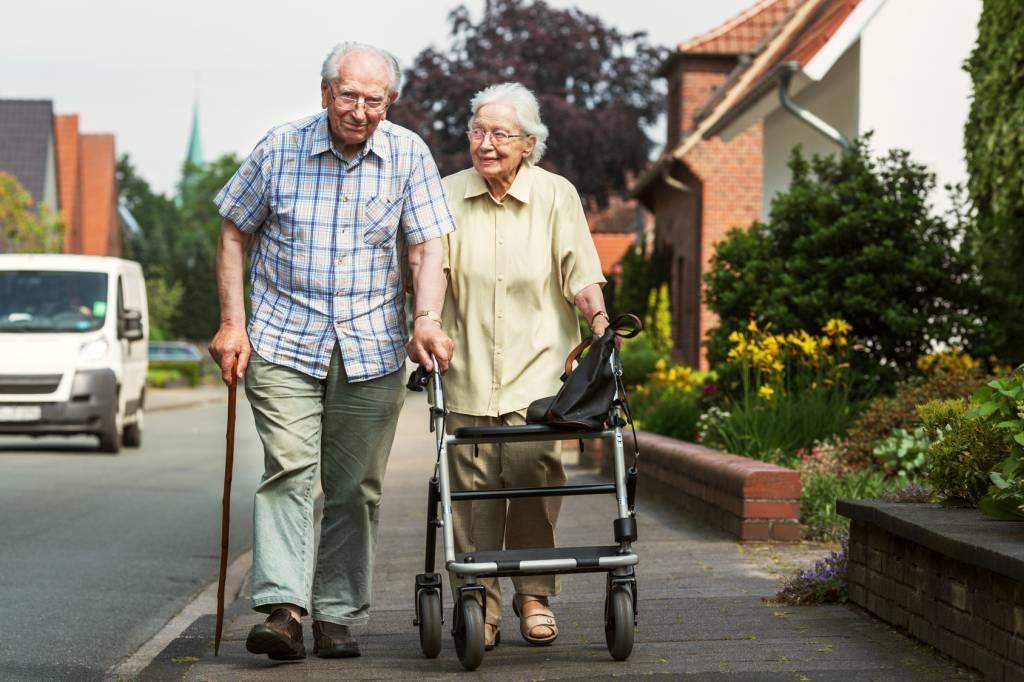 Balkoniki irolatory – nieocenione wsparcie wporuszaniu się dla osób starszych
