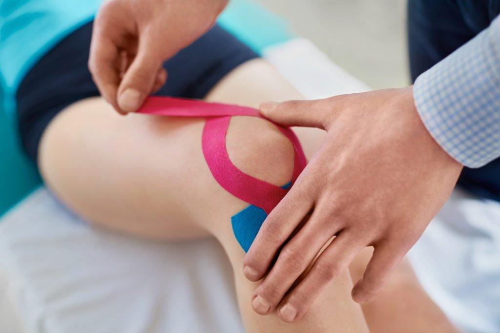 Plastrowanie – sposób nauśmierzenie bólu ipoprawę kondycji stawów