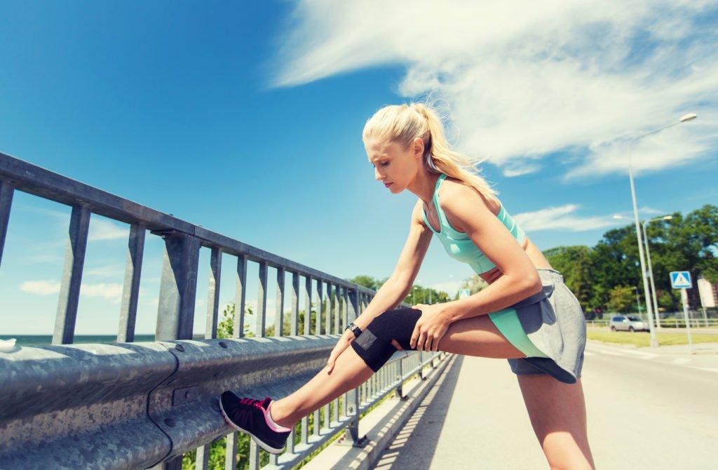 Stabilizator kolana – kiedy go stosować iczywarto torobić?