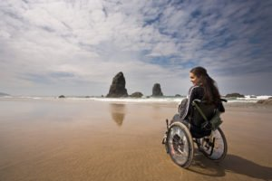 kobieta nawózku inwalidzkim