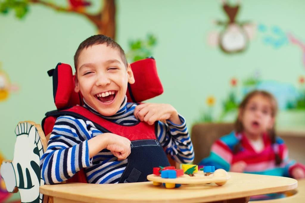 Mózgowe porażenie dziecięce – przyczyny, objawy iopieka nadchorym