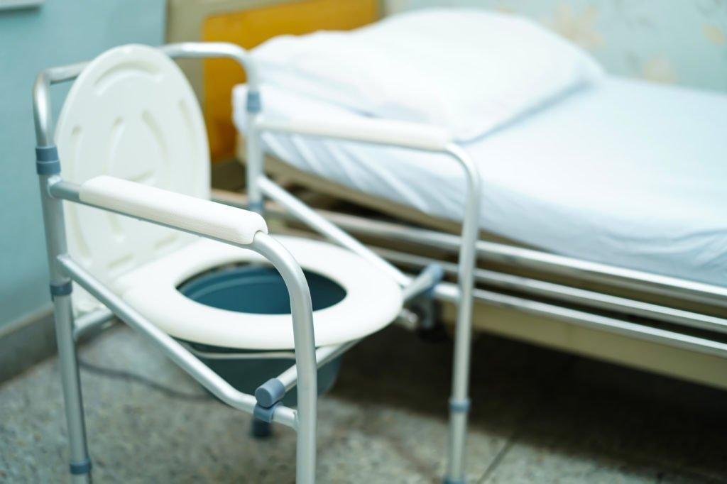 Krzesło toaletowe – niezbędne wsparcie dla niepełnosprawnych osób
