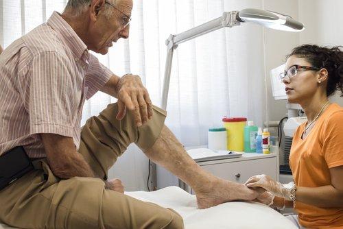 Opadająca stopa – jakie są przyczyny ijak wygląda leczenie opadającej stopy?