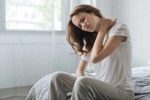 Jakie są objawy kręczu szyi? - Brandvital