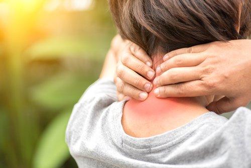 Ból karku iwypukłość podskórą totypowe objawy wdowiego garbu - Brandvital