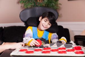 Fotelik rehabilitacyjny dla dziecka – jakie ma zalety inaco zwrócić uwagę podczas zakupu?