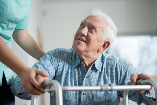 Rehabilitacja poendoprotezie stawu biodrowego – zasady iniezbędny sprzęt
