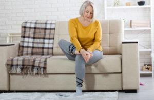 Przyczyną bólu stopy może być uraz lub choroba ogólnoustrojowa - brandvital.eu