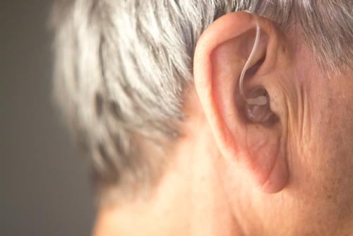 Zewnątrzuszny aparat słuchowy - brandvital.eu
