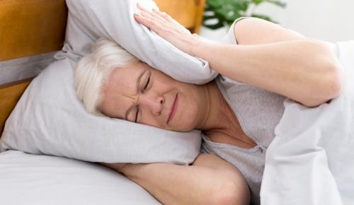 Szumy wuszach – przyczyny iskutki szumów usznych