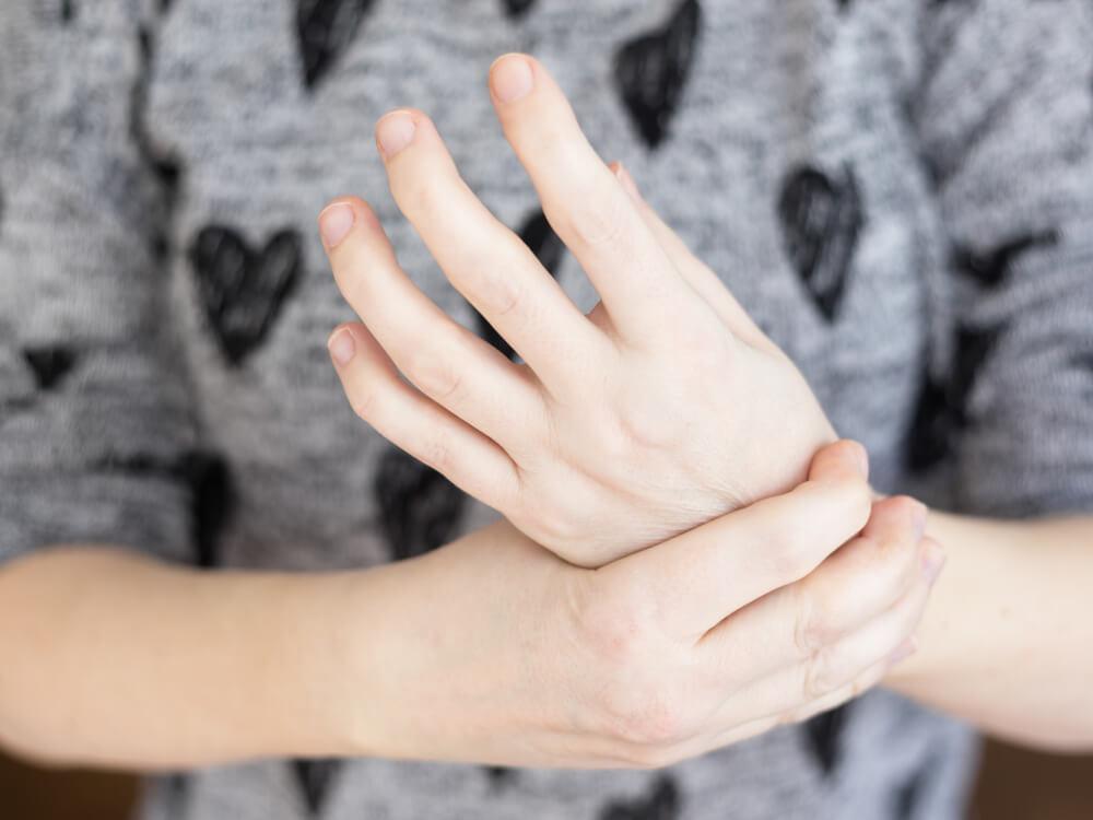 Drętwienie lewej ręki – jakie są tego przyczyny?