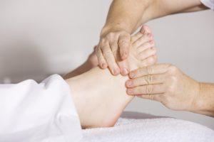 Jak dbać ostopy - korzystaj zmasażu stóp