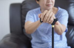 kobieta zlaską inwalidzką