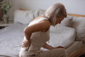 silny ból wplecach ukobiety